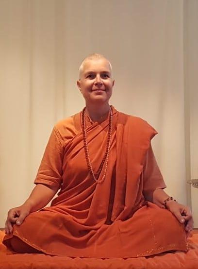 Swami Maitreyi började praktisera Yoga i Uppsala på Uppsala Yogaskola 1985. Hon gick den första yogalärarutbildningen ledd av Swami Omananda och Swami Nirvikalpananda och undervisade på skolorna i Uppsala och Stockholm.   1992 åkte hon till Bihar School of Yoga för att delta i en 6 månaders Sannyaskurs under ledning av Swami Niranjanananda. Under de 6 månaderna bestämde hon sig för att leva ett liv som sannyas och dedikera sitt liv till yoga och sannyas.   De senaste 10 åren har hon levt och verkat i Colombia och har hållit kurser och seminarier i stora delar av Sydamerika.